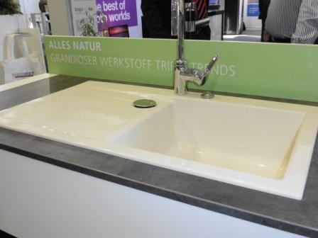 Moderne Spülen aus Naturwerkstoffen